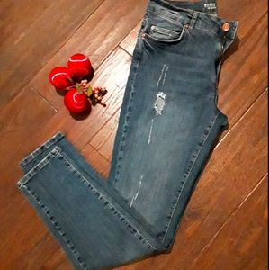 Noisy May Kim Loose Distressed Jeans, size…
